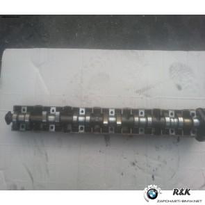 Распределительный вал на BMW5 E39/1748042